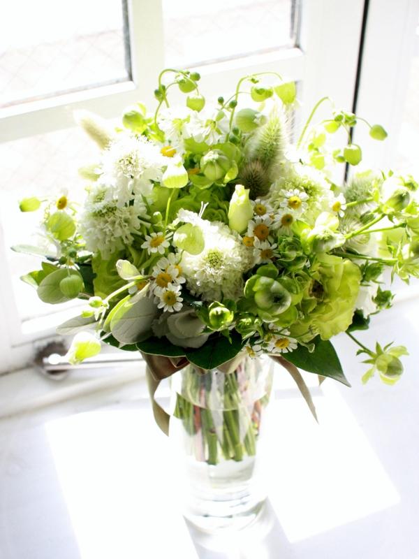 野の花を摘んだウエディングブーケ